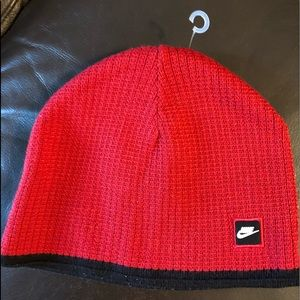 NWOT NiKE Boys reverse-able  Red and  black hat